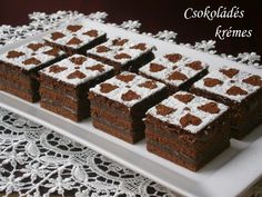 Csokoládés krémes 🍴 Hungarian Cuisine, Hungarian Recipes, Hungarian Food, Sweet Cookies, Main Dishes, Cake Decorating, Goodies, Decorative Boxes, Sweets