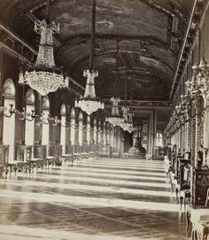 Chateau de Saint-Cloud (détruit en 1870) Pierre-Ambroise Richebourg (1810-1875) Galerie d'Apollon du château de Saint-Cloud, vers 1867-1868 Papier albuminé - 9,5 x 8 cm Collection particulière