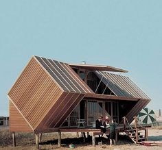"The Hunt House, a vacation home designed by architect Andrew Geller in located on Fire Island Nicknamed the ""Box Kite"" or the ""Milk… Architecture Design, Architecture Classique, Green Architecture, Online Architecture, French Architecture, Crazy Home, Fire Island, Long Island, Boutique Homes"