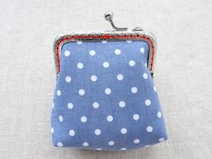 Sewing a Charming Mini Purse with a Clasp. Diy Fabric Purses, Diy Bags Purses, Diy Purse, Coin Purses, Coin Purse Pattern, Coin Purse Tutorial, Tote Pattern, Wallet Pattern, Pattern Fabric