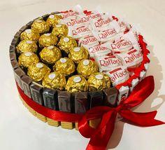 Gift Box Cakes, Gift Cake, Birthday Candy, Birthday Gifts, Diy Birthday, Homemade Gift Boxes, Chocolate Bouquet Diy, Candy Bouquet Diy, Valentines Gift Box