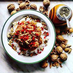 A lot to do today so I need much energy:) Rice with apples, cinamon, nuts ang goji berries will bring it for sure. But if no... there is yerba mate too:) Let's do something:)   Śniadanie musi być tresciwe i energetyzujące:) dokładnie taki jest ryż z jabłkami, orzechami włoskimi, jagodami goji i cynamonem. Do tego niezastąpiona yerba mate i mogę góry przenosić:)