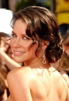 Red carpet hairstyle. Beautiful loose updo - Evangeline Lilly. Celebrity Hairstyle.