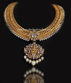 Contemporary Temple Jewellery with Kundans Gold Temple Jewellery, Gold Jewellery Design, Gold Jewelry, Indian Jewelry, Indian Necklace, Trendy Jewelry, Wedding Jewelry, Jewelry Collection, Antique Necklace