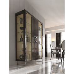 Display, store, express your own unique style with the London Collection Italian display cabinet. Available in alternative colours, finishes and sizes by request. Hall Furniture, Luxury Furniture, Furniture Design, Best Interior Design, Interior Design Inspiration, Interior Decorating, Dinning Room Cabinet, Modern China Cabinet, Crockery Cabinet