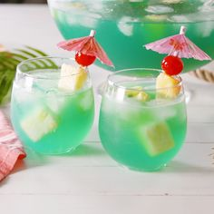 Ariel would TOTALLY get tipsy off this Mermaid Punch. Ariel would TOTALLY get tipsy off this Mermaid Punch. It's happy hour time! Make this Honey Greyh. Blue Curacao, Summer Punch Recipes, Batch Cocktail Recipe, Cocktail Garnish, Brunch, Drinks Alcohol Recipes, Summer Cocktails, Summer Parties, Summer Mixed Drinks