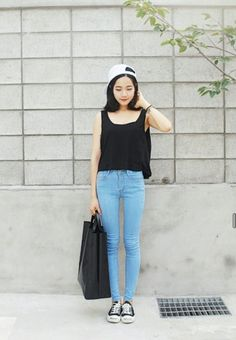 I need those jeans! Korean Girl Fashion, Korean Street Fashion, Korea Fashion, Asian Fashion, Look Fashion, Fashion Outfits, Womens Fashion, Vintage Hipster, Asian Street Style
