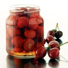 Täältä löydät herkullisen reseptin nimellä Säilötyt kirsikat. Tarjolla on paljon reseptejä, vinkkejä ja inspiraatiota.