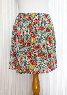 Jednoduchá sukně: šířka je 110 + 30 = 140/2 = 70 cm, délka je délka sukně + 8 cm. Šířka gumy je 1 cm.