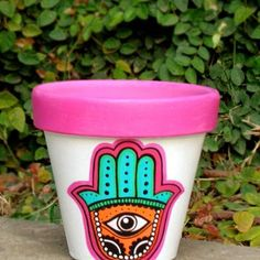 Imagen relacionada Painted Clay Pots, Painted Flower Pots, Hand Painted, Decorated Flower Pots, Flower Pot Design, Flower Pot Crafts, Succulent Terrarium, Stencil Painting, Simple Gifts
