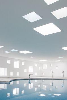 正方形と泳ぐプール。