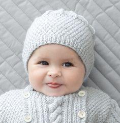 Grâce à ce beau bonnet, bébé aura ses petites oreilles protégés du froid ! Il est tricoté en Laine PHIL SOFT + coloris gris perle. Vous pouvez associer ce modèle avec la combinaison du même catalogue.Modèle n°08 du mini-catalogue n°664, layette : 12 jolis tricots d'hiver, automne-hiver 2016/2017