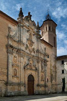 Monasterio de San Zoilo (Carrión de Los Condes)- Fachada principal del monasterio, de estilo Barroco.