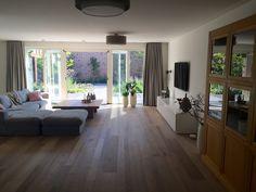 eiken vloer #Solid floor Lausanne #hoekbank #openslaande tuindeuren #witte #tvkast