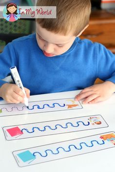 Back to School Preschool Centers - FREE Pre-Writing Tracing cards - at one table as a choice Writing Center Preschool, Preschool Centers, Preschool Literacy, Preschool Lessons, Writing Activities, Teaching Resources, Beginning Of School, Back To School, Pre Writing