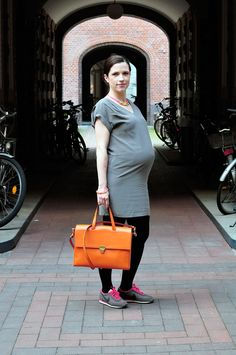Maternity-Styling from Berlin. Sophie, blogger of @Jennifer MacKinnon @Sophie Lüttich and @Heather MacKenzie (fashionmama), mother of 2 and pregnant with the third one today on Hauptstadtmutti.