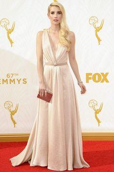 Emma Roberts en robe longue Jenny Packham beige
