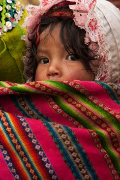 Peruvian child at the Women's Weaving Project