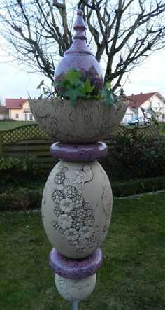 Gartendekoration - Gartenkeramik, Gartenstele mit Pflanzschale - ein Designerstück von floramik bei DaWanda
