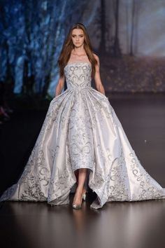 Explore the looks, models, and beauty from the Ralph & Russo Autumn/Winter 2015 Couture show in Paris on 6 July with show report by Lauren Milligan Couture Mode, Style Couture, Couture Week, Haute Couture Fashion, Ralph & Russo, Fashion Week, High Fashion, Fashion Show, Fashion Design