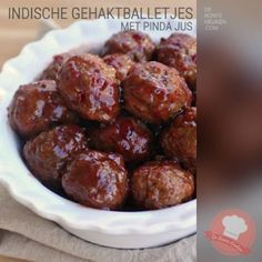 3 ingredient Sweet & Sour Meatballs Ingredients 1 ounce) jar of chili sauce 1 cups grape jelly 2 pounds ounces) frozen meatballs Directions Pour meatballs into a slow cooker. Combine jelly and chili sauce in a small bowl and pour over meatball Sweet N Sour Meatball Recipe, Sweet And Sour Meatballs, Jelly Meatballs, Veggie Meatballs, Tasty Meatballs, Tapas, Slow Cooker Recipes, Cooking Recipes, Beef Recipes