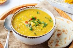 Sycąca zupa gyros: domowa zupa a la kebab - Beszamel.se.pl Curried Lentil Soup, Lentil Stew, Lentil Curry, Ham And Lentil Soup, Dhal Curry, Curry Soup, Dhal Recipe, Yellow Lentils, Indian Recipes