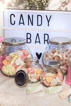 Jetzt shoppen! Süße Naschereien und Dekoration für die Candy Bar bei der Hochzeit: https://www.weddix.de/hochzeitsshop/candybar-lollies.html