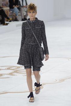Confira a coleção completa da maison Chanel Alta Costura Inverno 2015>> http://noticiasdemoda.com.br/desfiles/chanel-alta-costura-inverno-2015.html