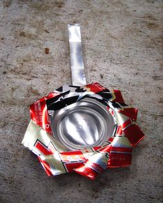 Cómo hacer un portavelas o cenicero con una lata reciclada: Séptimo paso: Termina la agarradera del portavelas