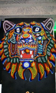 www.artesaniasmarymar.com  Lion huichol art South American Art, Mexican Textiles, Mexican Heritage, Mexican Folk Art, Native Art, Diy Projects To Try, Bead Art, Wood Carving, Dragons