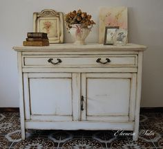 https://www.facebook.com/atelierdellarteleonorasalvi/  Madia / credenza in stile shabby chic , provenzale. Dipinta a mano , dipingere , arte , sfumature , bianco latte , anticata , anticato , anticatura , patina , patine , Liberty ,  antico , antica , vintage , chalk , paintint , paint , pittura gesso , restauro , restyling , art , arts , old