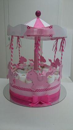 Pastel de pañal especial con formas realmente bonita y originales! IDEAS de regalo útiles, colorido y muy bonito...! A hacer una gran impresión dando un nacimiento/bautismo o baby ducha torta que contiene una gran cantidad de pañales y productos para bebés y objetos posiblemente!!!!  El costo es de 25 € hasta... donde viene la tuae mi fantasia!!! Tiempos de 1 a 3 días hábiles. ¡CONTACTARME para coordinar la forma, color, composición y precio