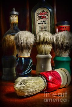 A very nice collection of vintage shaving brushes. Shaving Brush, Wet Shaving, Barber Shop Decor, Safety Razor, Straight Razor, Handmade Crafts, Coasters, Nostalgia, Hair Cuts