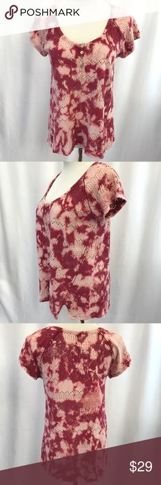 FREE PEOPLE Tie Dye Henley Short sleeve henley tee. Excellent preowned condition. Free People Tops Tees - Short Sleeve