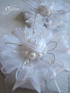 Ribbon Art, Diy Ribbon, Ribbon Crafts, Flower Crafts, Cloth Flowers, Lace Flowers, Fabric Flowers, Flower Girl Headbands, Girl Hair Bows