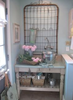 Quirky and cute.new galvanized metal bucket is used as a sink and very old iron bed springs are affixed to the wall as a place to hang things.I like everything about this but would use it more as a potting bench in the garden Old Gates, Iron Gates, Potting Tables, Old Fences, Bed Springs, Potting Sheds, Hanging Racks, Design Blog, Design Design