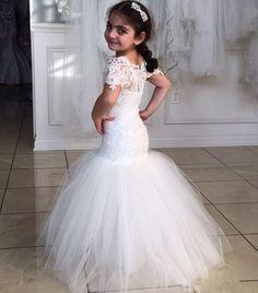 2016 Princess Flower Girl Dresses Short Sleeves Mermaid Lace Christening Baby Dress Wholesale Cheap Cummunion Gowns