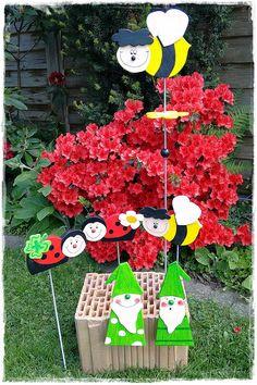 """die ersten Garten-/ Balkonstecker sind fertig geworden;     hübsche Marienkäfer, zwei Bienen . . .   aus denen ich """"BB"""" = Borussen Biene..."""