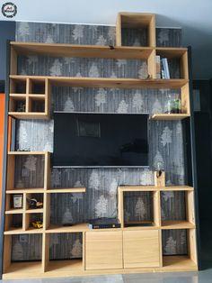 Całość wykonana z drewna dębowego, zastosowane drzwiczki oraz półki podzielone na 4 mniejsze, które można przenieść w dowolne miejsce, gdyż pasują do pozostałych wnęk/boxów. Po bokach stalowe strzemiona.  #artwoodns #artwood #regałdebowy #szafkartv #regałtv