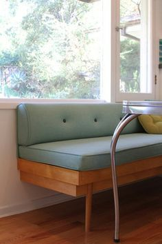 Mid century banquette seating in kitchen 54 Trendy ideas Kitchen Banquette, Kitchen Seating, Kitchen Benches, Dining Nook, Dining Room Lighting, Dining Room Design, Booth In Kitchen, Kitchen Decor, Kitchen Nook