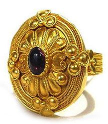 HELLENISTIC AGE 325-30 BC  Filigree ring with sapphire