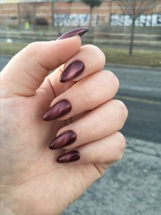 Cat eye nails idea. Spring 2017 edition. Red brown marsala manicure. Beautiful nails. Trendy chic magnetic nail art.