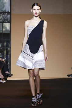 Roland Mouret Ready To Wear Spring Summer 2015 Paris - NOWFASHION