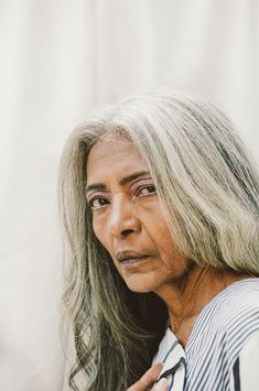 At 67 Years Old, JoAni Johnson Is Not Your Typical Model: The Harlem native and FENTY model shares her fashion and life wisdom with us. Natural White Hair, Long White Hair, Black Girl White Hair, Long Hair Older Women, Pastel Blue Hair, Lilac Hair, Grey Hair Dye, Dyed Hair, Red Scene Hair