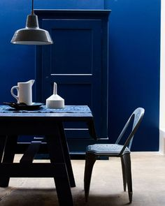 Trend Shake: 40 Indigo Home Décor Ideas - DigsDigs Deeper Shade Of Blue, Shades Of Blue, 50 Shades, Blue Rooms, Blue Walls, Wall Colors, House Colors, Bleu Turquoise, Cobalt Blue