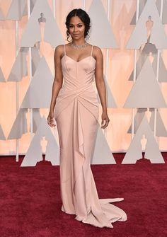 Zoe Saldana en Versace.   Estos son los mejores vestidos que vimos en la alfombra roja de los premios Oscar 2015