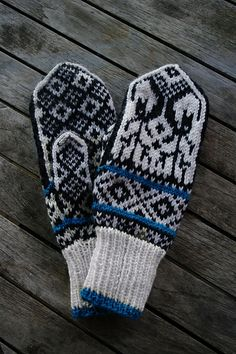 Reindeer Mittens pattern by Arne and Carlos