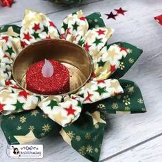 Have fun with to make beautiful and easy candle holders with tuna… Fabric Christmas Ornaments, Christmas Diy, Christmas Decorations, Vintage Christmas Crafts, Christmas Cross, Wallpaper Natal, Xmas Wallpaper, Kitty Wallpaper, Diy Home Crafts
