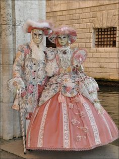 Only two weeks until Hallowe'en! Venetian Costumes, Venice Carnival Costumes, Mardi Gras Carnival, Venetian Carnival Masks, Mardi Gras Costumes, Carnival Of Venice, Masquerade Costumes, Venetian Masquerade, Masquerade Party