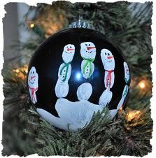 christmas crafts for kids - Like this with black (night) ball....maybe some stars at top?